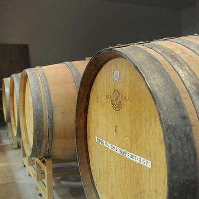 赤ワインをオーク樽で熟成させる訳